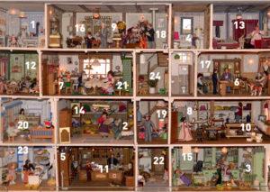 Adventskalender mit Puppenhaus und Museumsobjekten